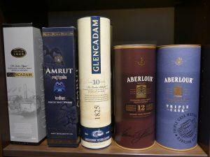 Alkohol-Flaschen in Karton