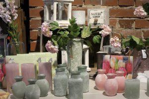 Vasen und Blumen
